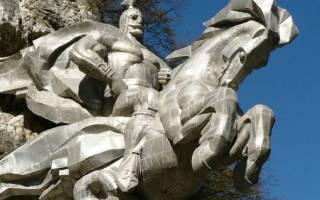Георгий победоносец в скале на кавказе. Памятник уастырджи