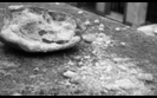 Смахивать крошки со стола рукой. Приметы и суеверия о хлебе
