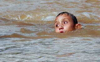 Приснилось что ребенок упал в воду. К чему снится ребенок упал в воду, что олицетворяет сон? Предсказания от Миллера