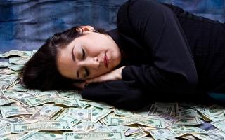 Сон много бумажных купюр. К чему снятся деньги бумажные, крупные купюры в пачках? Подбирать во сне от того, что