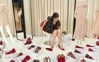 К чему снится мерить обувь? Значение сна: обувь.